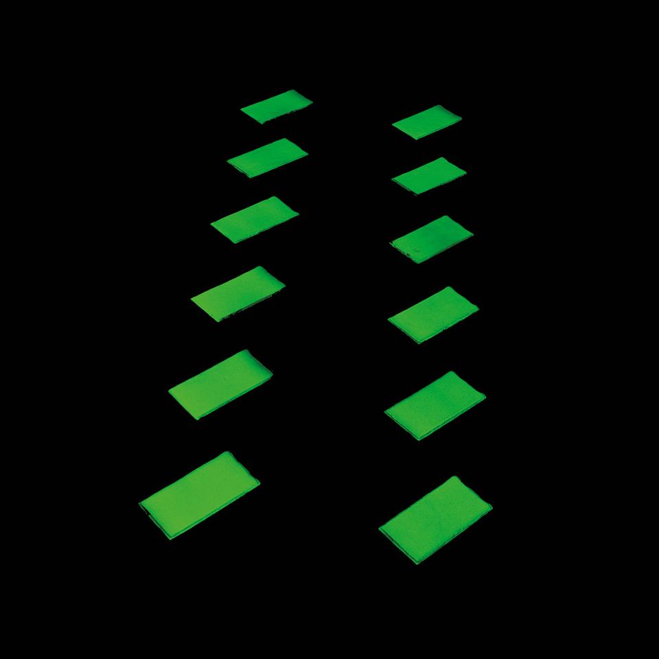 Glow_in_the_dark_Middel